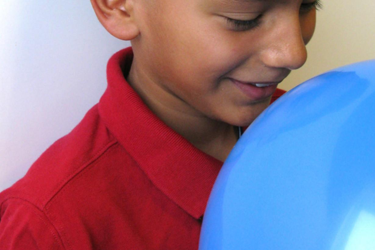 Child smelling balloon using Exploring Size - Scented Balloons NanoDays