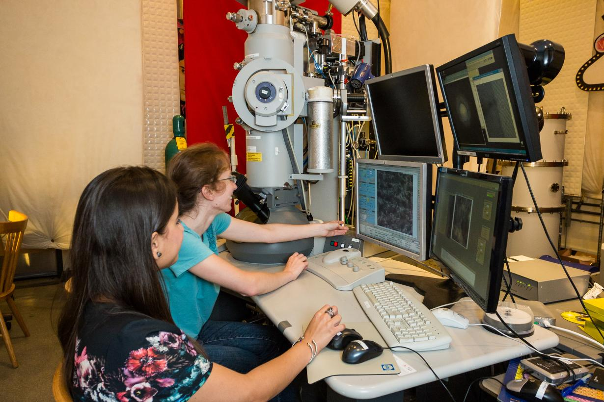 Scientist using an Transmission Electron Microscope (TEM)