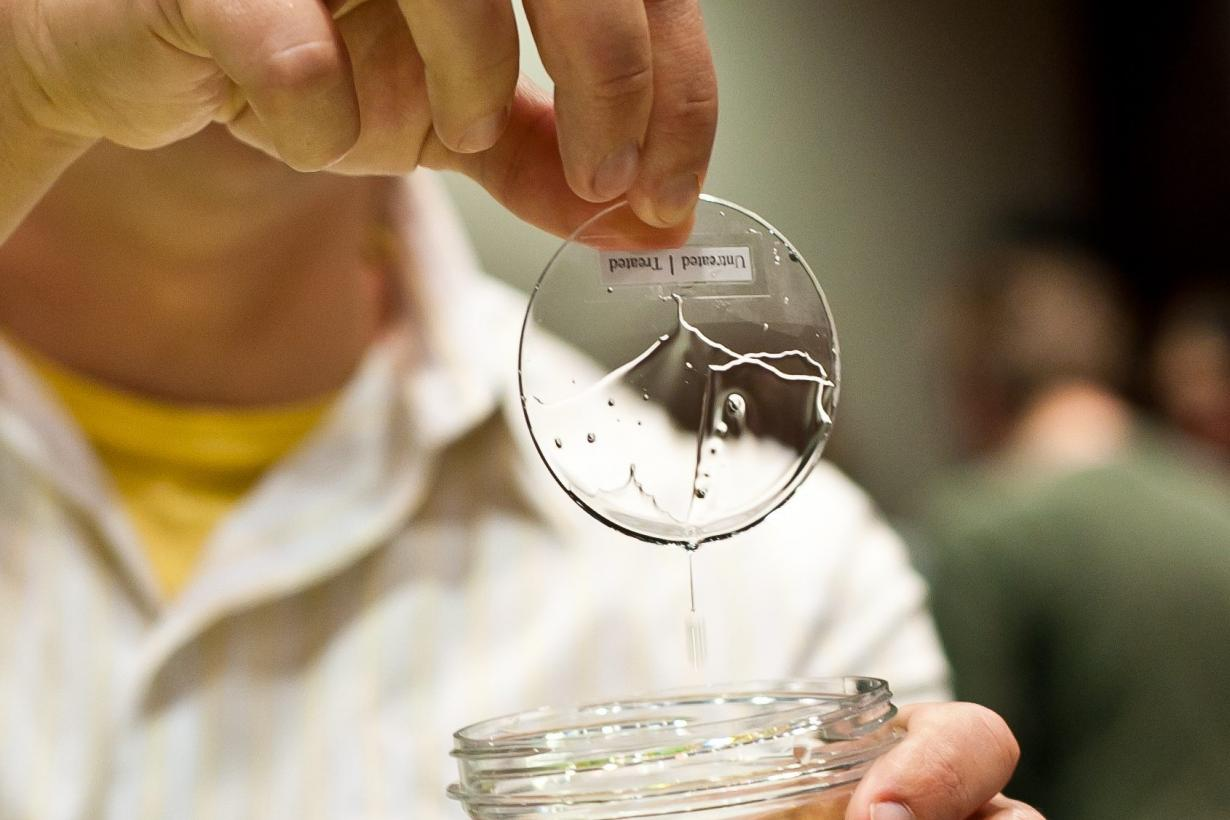 Oil coating demonstration on a lense that is oleophobic